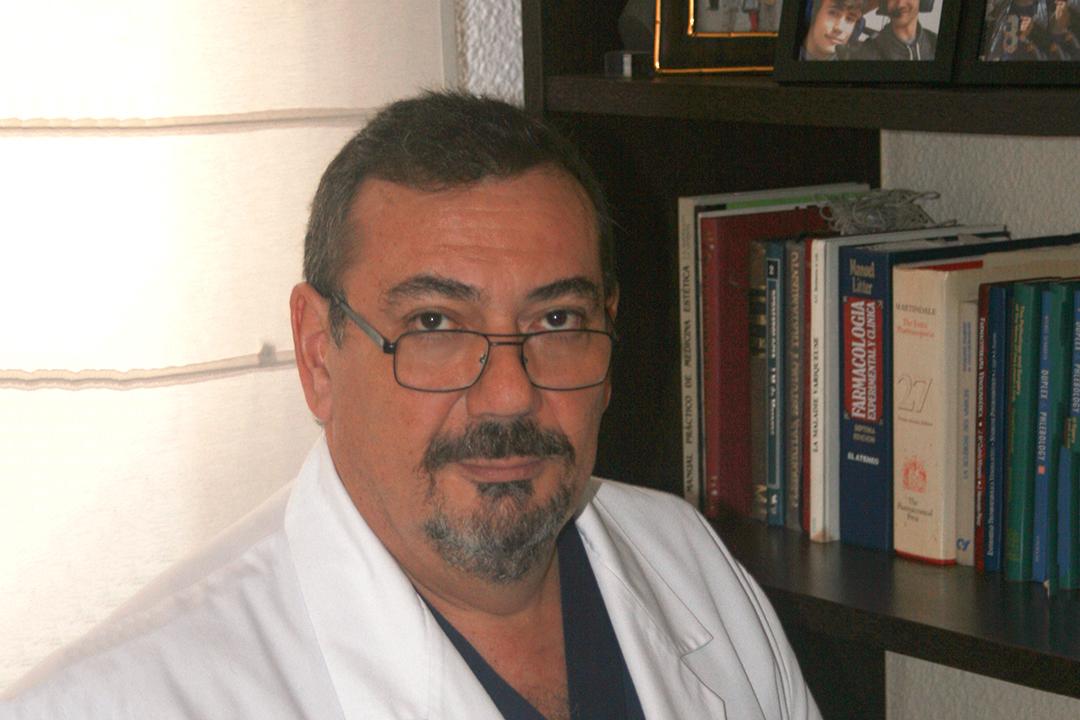 Dr. Adrián Molero